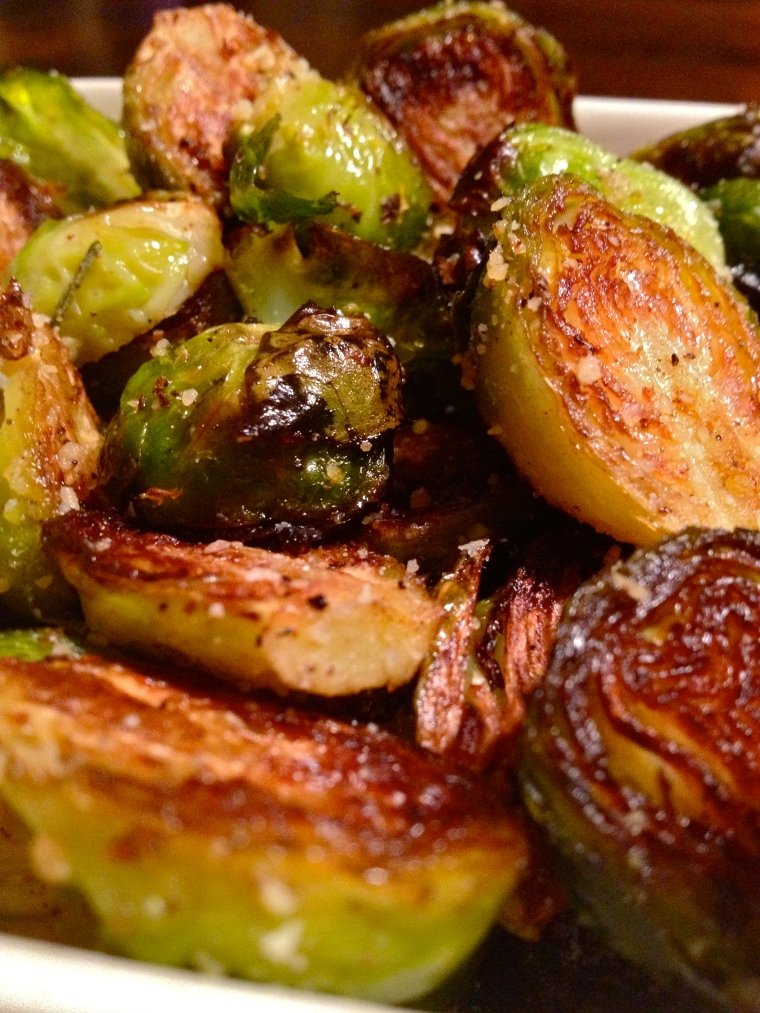 Rosemary Lemon Roasted Brussels Sprouts | KellyintheKitchen | olive oil, lemon zest, 1 clove garlic, 1 sprig rosemary, 100 g brussels sprouts, 1 tbsp parmesan cheese, salt and pepper